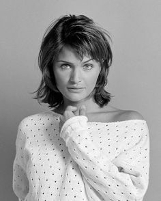 Helena Christensen by Andreas Hubertus Ilse Hairstyles With Bangs, Straight Hairstyles, Easy Hairstyles, Cut And Style, Cut And Color, Fine Hair, Wavy Hair, Medium Hair Styles, Curly Hair Styles