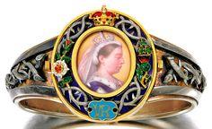 Gold and enamel royal presentation bangle, circa 1879.   http://36.media.tumblr.com/3ea9afcf8cb5db21b6589c54d89e8ef4/tumblr_ns7poqddd61ru8nnoo1_500.jpg