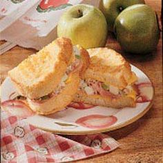 Apple-Ham Grilled Cheese-This looks so good!