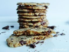 Cookie with marczipan and chocolate Biscuits, Pancakes, Good Food, Food And Drink, Sweets, Cookies, Chocolate, Baking, Breakfast