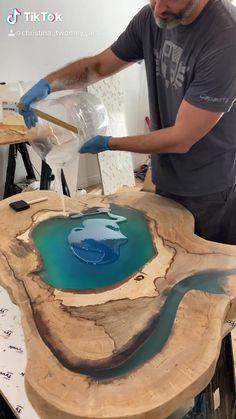 Diy Resin Wood Table, Resin And Wood Diy, Resin Table Top, Epoxy Resin Table, Epoxy Resin Art, Diy Epoxy, Diy Resin Art, Diy Resin Crafts, Woodworking Projects Diy