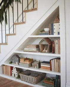 Shelves Under Stairs, Stair Shelves, Staircase Storage, Under Stairs Cupboard, Stair Storage, Under Staircase Ideas, Shelving, Modern Staircase, Staircase Design