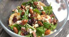 Spenótos almás baconos saláta recept karamellizált mandulával: Egy szuper salátarecept ami egészséges, ráadásul önmagában is rendkívül finom, de köretként is remekül megállja a helyét.