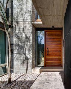Minimalist House // oversized wood door entry way by LABor Studio. Modern Entrance Door, Modern Front Door, Front Door Design, House Entrance, Entrance Doors, Door Entry, Exterior Handrail, Exterior Doors, House Doors