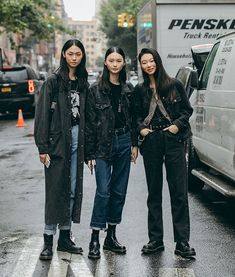 NYFW Street Styles, Captured By Individuals Tagged. Cover 50 korean style NYFW Street Styles, Captured By Individuals Tagged. Asian Street Style, Nyfw Street Style, Japanese Street Fashion, Asian Fashion, Street Style Women, Street Wear, Korean Style, Tokyo Street Style, Tokyo Fashion