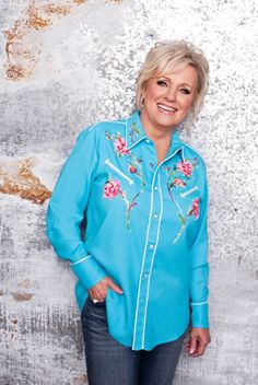 Connie Smith looks fantastic!! I need this shirt!