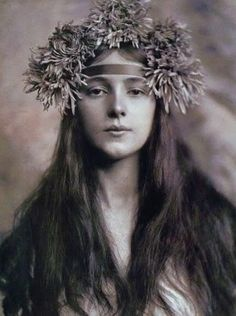 Evelyn Nesbit in 1901 by Rudolphe Eickemeyer. In the early part of the 20th century, the figure and face of Evelyn Nesbit was everywhere, appearing in newspapers and magazines, on souvenir items and calendars, making her a cultural celebrity.  http://en.wikipedia.org/wiki/Evelyn_Nesbit