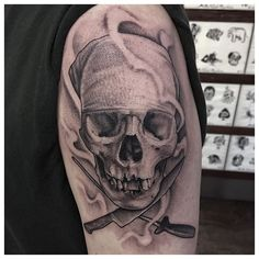 Skull, chef's knife, and sharpener. Larry's first tattoo, and sat like a champ… Koch Tattoo, Culinary Tattoos, Chef Tattoo, Work Tools, Knives And Swords, Chef Knife, Tattoo Designs, Tattoo Ideas, First Tattoo