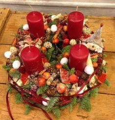 Adventi koszorúk Christmas Advent Wreath, Winter Christmas, Christmas Decorations, Xmas, Table Decorations, Holiday Decor, Advent Wreaths, Flora, Centerpieces