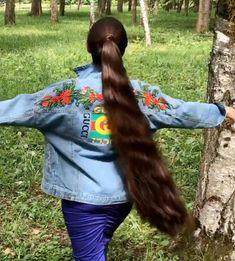 VIDEO - Massive ponytail - RealRapunzels Long Ponytail Hairstyles, Long Hair Ponytail, Long Ponytails, Long Hair Play, Very Long Hair, Long Hair Community, Long Indian Hair, Hair Pale Skin, Medium Hair Styles