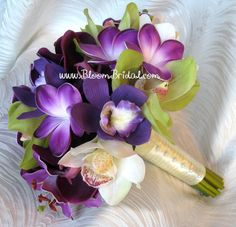 After exchanging emails to a florist in Boise, she got me thinking about plumeria and hibiscus bouquets! :O