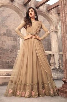 Looking to buy Anarkali online? ✓ Buy the latest designer Anarkali suits at Lashkaraa, with a variety of long Anarkali suits, party wear & Anarkali dresses! Trajes Anarkali, Anarkali Dress, Anarkali Suits, Gown Dress, Anarkali Bridal, Dress Set, Indian Designer Outfits, Indian Outfits, Designer Dresses