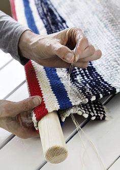 kuva Diy Interior Garden, Sisal, Diy Bedroom Decor, Diy Home Decor, Sewing Projects, Diy Projects, Textiles, Fabric Strips, Woven Rug