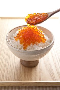 Japanese salmon roe rice bowl いくら丼 - 丼 (どん) is bowl of rice with food on top I Love Food, Good Food, Yummy Food, Japanese Dishes, Japanese Food, Sushi, Salmon Roe, Food Design, My Favorite Food