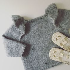 Ravelry: Edith Bluse pattern by Mille Fryd Knitwear Knitting For Kids, Baby Knitting Patterns, Baby Patterns, Knitting Projects, Hand Knitting, Girls Wardrobe, Baby & Toddler Clothing, Handmade Clothes, Knitwear