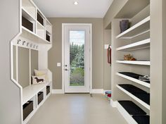 1000 images about modern mud on pinterest mud rooms for Idee moderne di mudroom