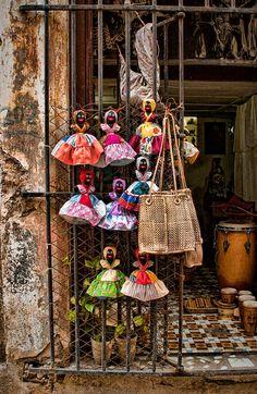 Vas a la tienda por bicicleta para gastar.   Cuba, Cuban Variety Store   ©2014 John Galbreath