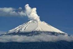 airlines canceled 47 flights into and out of the Mexico City and Toluca airports Thursday after the Popocatepetl volcano spewed ash, Wonderful Places, Beautiful Places, Volcano Projects, Mount Shasta, Central Valley, Mount Fuji, Sight & Sound, Chef D Oeuvre, Cool Landscapes
