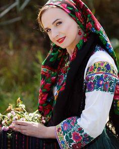 "Борщівський стрій /  traditional clothes of Borshchiv ( Borshchiv is a city in theTernopil Oblast (province) / Western Ukraine ""⠀⠀⠀⠀⠀⠀⠀⠀⠀⠀⠀⠀⠀⠀⠀⠀⠀⠀⠀⠀⠀⠀⠀⠀⠀⠀⠀⠀#спадокнації #odessa #ternopil #tradition #traditionalclothing #ethno #ethnolook #ethnofashion #history #lviv #kiev #ua #Ukraine #Ukrainian #vyshvanka #vyshyvanka #вишиванка #вышиванка #україна #cossacks #ukrayna #найсхох"