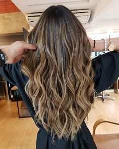 Best tape in human hair extensions, clip in human hair extensions, pre bonded hair extensions on sale. High quality pure human hair extension at lower price. Baliage Hair, Bayalage, Medium Hair Styles, Long Hair Styles, Real Human Hair Extensions, Extensions Hair, Loose Waves Hair, Ombré Hair, Light Hair
