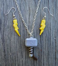 Thor's Hammer (Mjolnir) Necklace and Lightning Bolt Earrings Set, Avengers Inspired. from Geeekalicious on Etsy. Cute Polymer Clay, Cute Clay, Polymer Clay Projects, Polymer Clay Charms, Polymer Clay Earrings, Clay Crafts, Cute Jewelry, Diy Jewelry, Handmade Jewelry