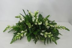 Learn how to make bridal bouquets, corsages, boutonnieres, table centerpieces and church decorations.  Buy wholesale flowers and discount florist supplies