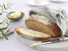 Surdeigsbrød med gulrot - Bremykt Banana Bread, Desserts, Deserts, Dessert, Postres