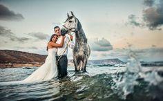 caballo, horse, wedding, boda, mar, sea www.alegriabodas.com Horse Wedding, Bathing Suits, Horses, Sea, Animals, Fictional Characters, Weddings, Swimsuits, Animales