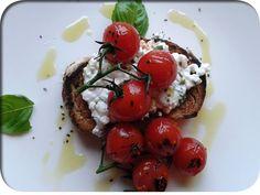 Bruschetta con jitomates cherry rostizados y queso cottage  #bruschetta #buonissimomexico #chalupinski