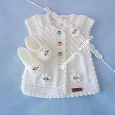 Baby Vest Models More than 40 best examples - Babykleidung Intarsia Knitting, Baby Cardigan Knitting Pattern, Baby Knitting Patterns, Baby Patterns, Vest Pattern, Knit Baby Sweaters, Knitted Baby Clothes, Knitted Baby Blankets, Knitted Hats