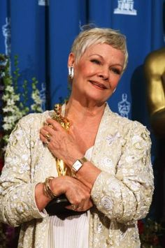 """2/11/2014 4:17am The Academy Awards Ceremony 1999:  Judi Dench Best Supporting Actress Oscar for """"Shakespeare in Love"""" 1998."""