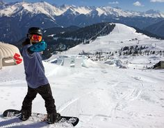 to snowboard: 12 tips for beginners How to snowboard: 12 tips for beginners Snowboard ? How to snowboard: 12 tips for beginners Snowboard ? Cycling Art, Cycling Jerseys, Snowboarding For Beginners, Blond, Summer Vacation Spots, Ski Vacation, Snowboard Girl, How To Snowboard, Snowboarding Outfit