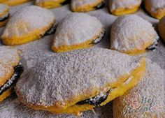 Mrkvánky s povidly Thing 1, Cookies, Breakfast, Recipes, Czech Food, Moment, Plum Jam, Powdered Sugar, Play Dough