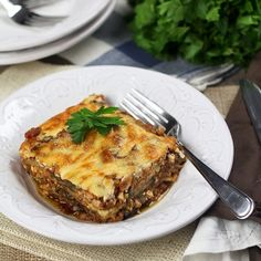 Moussaka (Greek food) Macaroni pasta with bechammel  sauce and ground beef! #NommingHard