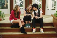 ♥ oh how I miss this show.yep I was a Hannah Montana watcher Hannah Montana Episodes, Hannah Montana The Movie, Hannah Montana Forever, Miley Stewart, Emily Osment, Popular People, Old Disney, Disney Shows, Best Couple