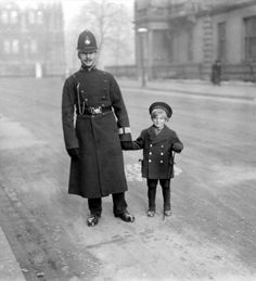 Policeman and young boy, London 1926. Probably it's James James Morrison Morrison looking for his mother (who drove to the end of the town!)