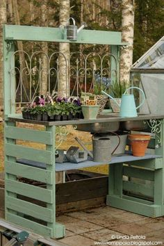 One of my favorite things to have in a garden is a beautiful potting bench. Today I've compiled 10 potting bench ideas to give you inspiration for your garden. #diypalletideas #diy