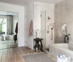 Patrick Dempsey house: a modern and simple bathroom (salle de bain)