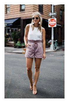 Looks para realzar las zonas más sexys de tu cuerpo #TiZKKAmoda #short #paperbag #rosa #pink #blusa #blanca #zapatillas #lentes #aretes #look #primavera Stilettos, Cool Outfits, Summer Outfits, Spring Summer Fashion, Casual Shorts, Denim, Pink, Ideas, Women