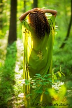 green girl in the grees forest /zöld