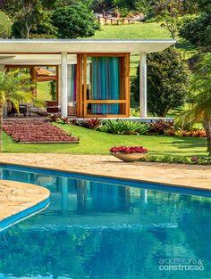 Estrutura de concreto abriga cozinha supercolorida em casa de campo - Casa *LOVE THIS HOUSE!*: