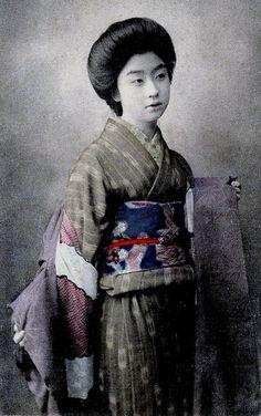 Geisha Otomaru taking off her Haori 1910s