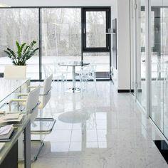 Fussboden in einem Bürokomplex Material: Marmor Statuario Design, Produktion und Verlegung von Winzer Natursteine GmbH