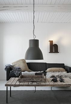 deco nórdico - white walls, ikea lighting, taupe and black