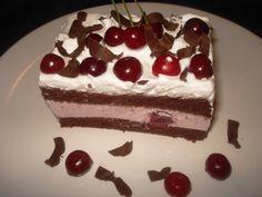 Prajitura cu crema de iaurt si visine | Deliciile Cameliei Croissant, Tiramisu, Cheesecake, Deserts, Food And Drink, Cooking, Ethnic Recipes, Dessert Ideas, Cakes