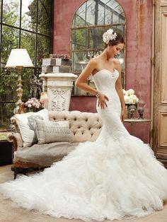 Clássico, Elegante e Deslumbrante! by #SophiaTolli Veja + inspirações para #vestidodenoiva em nossa RevistaCasare ;-) #casamento #sitesdecasamento #casare #sitedosnoivos #omaiselegante