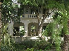 Maddox House Barbados one of the great coral stone houses with classical proportions and glorious tall rooms and creeping-in tropical foliage everywhere. Colonial Mansion, Colonial Exterior, British Colonial Decor, French Colonial, Caribbean Homes, Colonial Architecture, Tropical Style, Tropical Houses, Florida Home