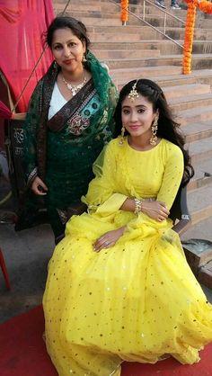 Indian Fashion Dresses, Indian Designer Outfits, Indian Outfits, Designer Dresses, Fashion Outfits, Kai, Lehenga Style, Indian Wedding Hairstyles, Lehenga Designs