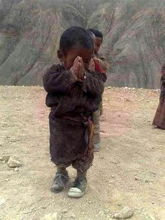 """Namaste from Tibet - """"for you"""" a little praYer. Kids Around The World, We Are The World, People Around The World, Precious Children, Beautiful Children, Namaste, Religion, Little Buddha, Tibet"""