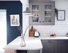 Farrow & Ball Plummet grey kitchen with Wevet No. 273 white walls, contrasting against Hague Blue in the dining room area Hague Blue Kitchen, Grey Kitchen Walls, Gray And White Kitchen, Kitchen Wall Colors, Grey Kitchens, Kitchen Paint, Living Room Kitchen, Home Decor Kitchen, Kitchen Dining